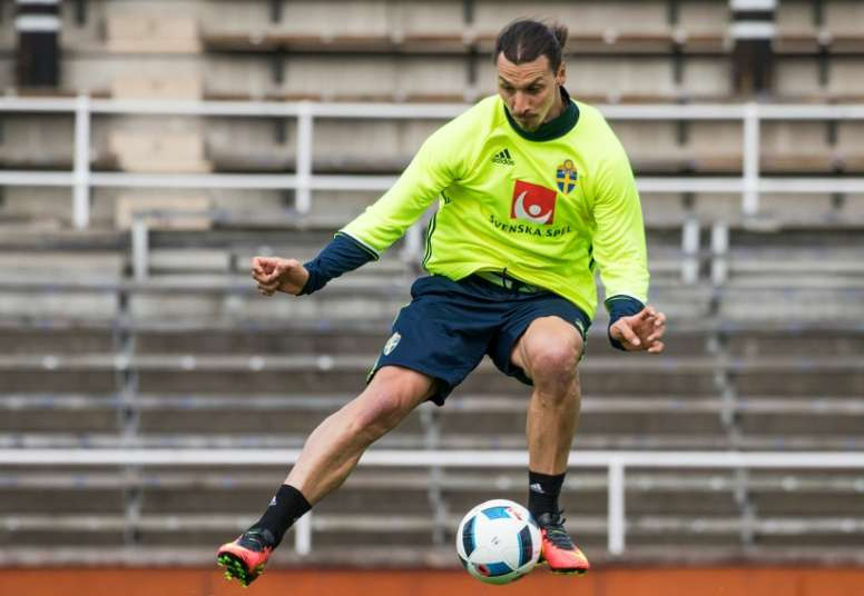 Swedens national football team player Zlatan Ibrahimovic attends a training session at Stockholm Stadion on May 25, 2016