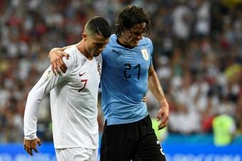 Cavani y Cristiano compartirán vestuario esta temporada. AFP/Archivo