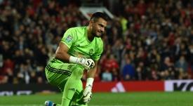 Sergio Romero no podrá jugar ni Premier ni Champions. AFP