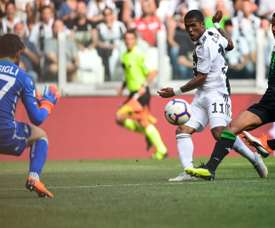 Douglas Costa will still be unavailable for the next few weeks. AFP