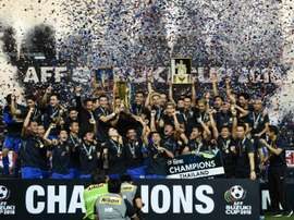 Thailands football players lift the AFF Suzuki Cup. AFP