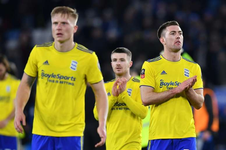 English footballers' union seeks urgent talks to protect salaries