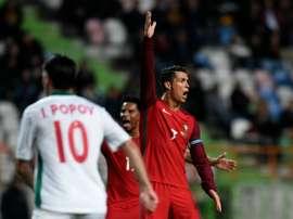 Cristiano Ronaldo no estuvo fino ante Bulgaria, y se volvió a topar con Stoyanov. AFP