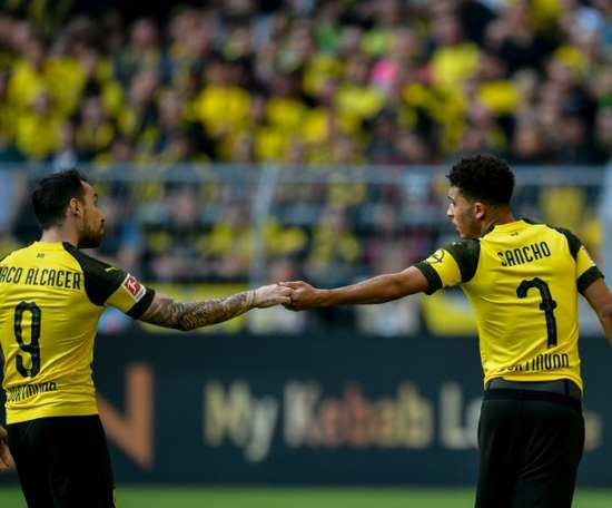 Borussia garante a liderança nos acréscimos. AFP
