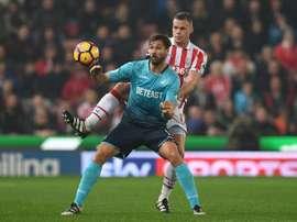 O zagueiro de 29 anos já leva mais de dez épocas em Stoke-On-Trent. AFP