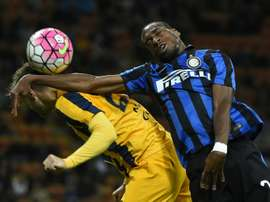 Hellas Veronas Italian midfielder Jacopo Sala (L) fights for the ball with Inter Milans French midfielder Geoffrey Kondogbia during the Italian Serie A football match on September 23, 2015 at the San Siro Stadium stadium in Milan
