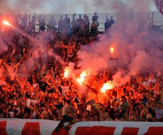 A partida entre o Partizan e o Estrela Vermelha foi a responsável. AFP