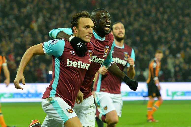 West Ham Uniteds English midfielder Mark Noble (L) celebrates after scoring the opening goal from the penalty spot during a match against Hull City at The London Stadium on December 17, 2016