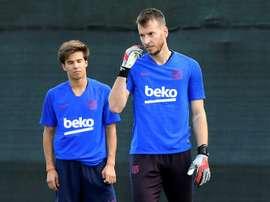 Barcelona keeper Neto suffers wrist injury in training