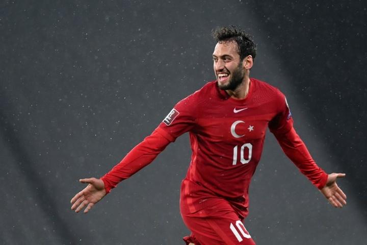 Çalhanoglu entra no radar do Atlético de Madrid. AFP