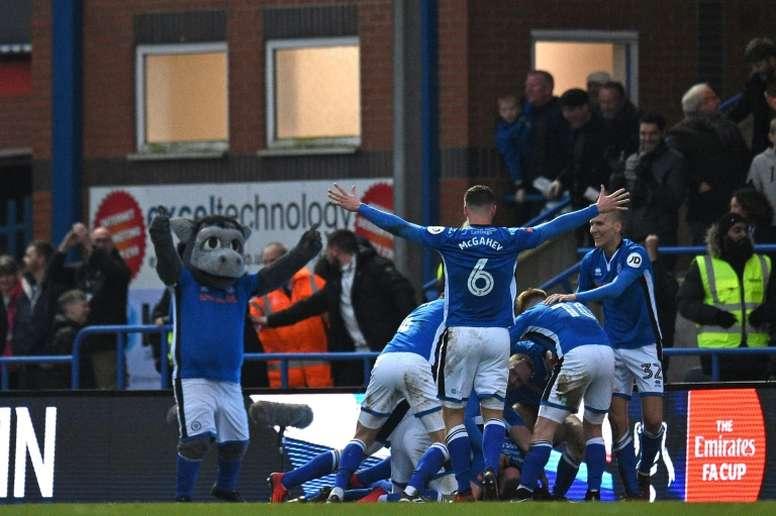 El Rochdale logró mantenerse en la League One. AFP