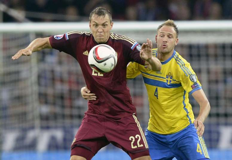 Russia's forward Artem Dzyuba (L) fights for the ball with Sweden's defender Andreas Granqvist during a Euro 2016 qualifying match in Moscow on September 5, 2015