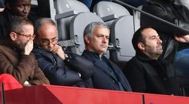 Mourinho está muy pendiente del fútbol, pero se perdió el partido del United. AFP