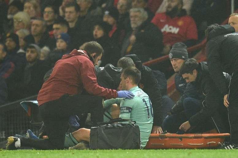 Holding se lesionó en el duelo ante el United. AFP