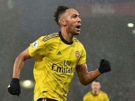 Arsenal teria feito uma proposta de renovação. AFP
