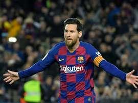 Messi teve marcação individual do Sporting de Jorge Jesus. AFP
