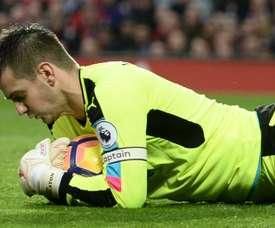 Heaton rejoint Aston Villa. AFP