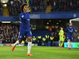 O Chelsea quer uma temporada, Willian três. AFP