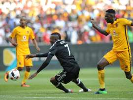 Tendai Ndoro of Orlando Pirates (L) vies with Erick Mathoho of Kaiser Chiefs during their derby football match on October 29, 2016 at the FNB Stadium in Johannesburg