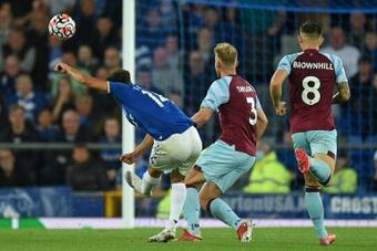 El Everton venció al Burnley 3-1. AFP