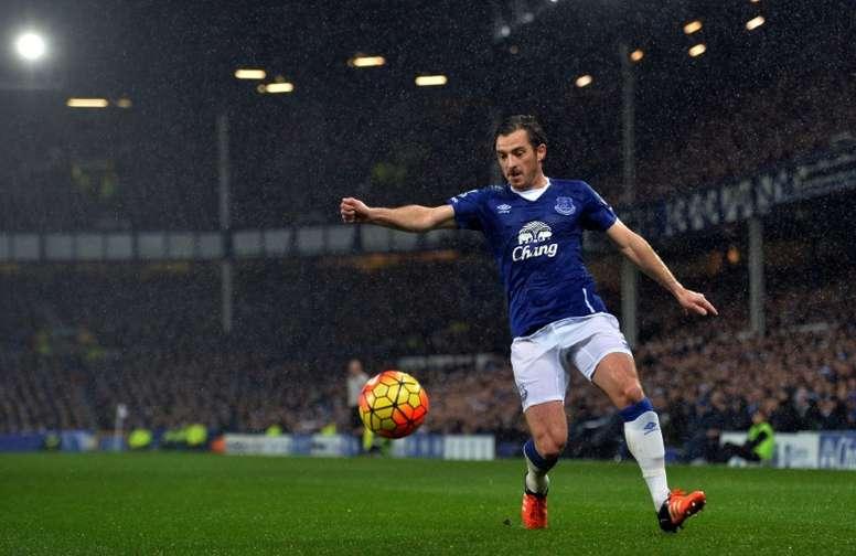 Leighton Baines logró el gol de la victoria para el Everton ante el Bournemouth. Archivo/AFP
