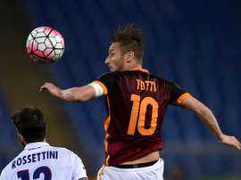 Roma's forward Francesco Totti (R) prepares to move to New York Cosmos. BeSoccer