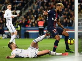 Choupo-Moting goal-line howler as PSG miss chance to wrap up French title