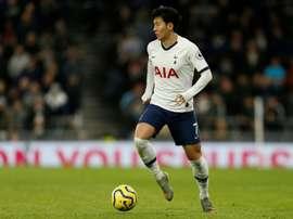 Adolescente de 13 anos foi expulso do estádio do Tottenham por gesto racista. AFP