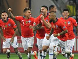Chile beat Colombia on penalties to reach Copa semis