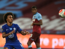 Arsenal sign Willian on free transfer