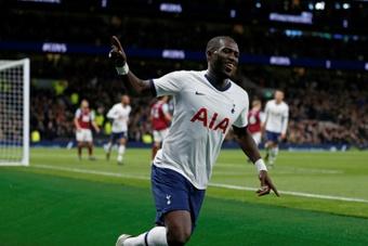 Moussa Sissoko se prepara para abandonar el Tottenham. AFP/Archivo
