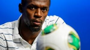 Bolt começou com derrota a sua trajetória no futebol. AFP