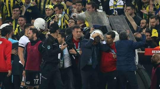 El encuentro entre los dos conjuntos turcos se reanudará el próximo 3 de mayo. AFP