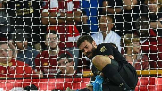 Alisson deve voltar contra o Manchester United. AFP