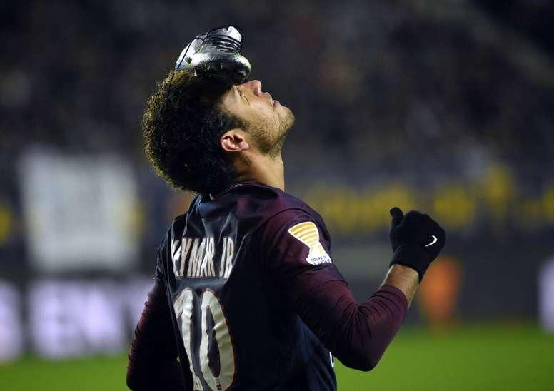 Neymar, en la cabeza del Madrid. AFP
