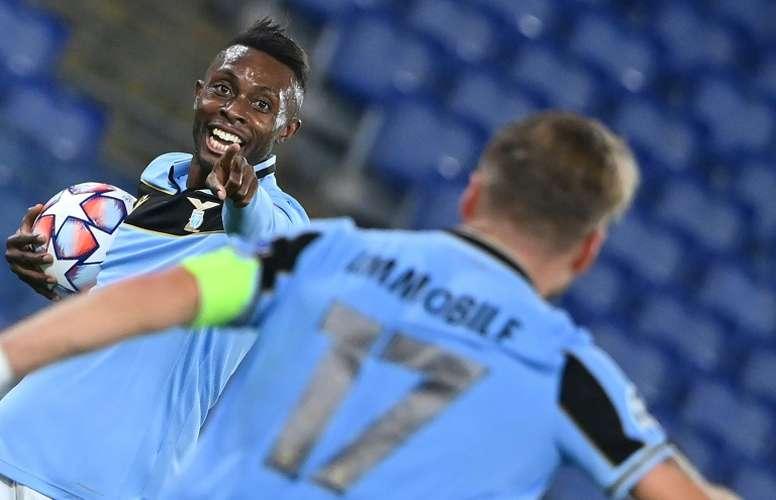 Akpa-Akpro anotó el tercer tanto de la Lazio ante el Borussia Dortmund. AFP