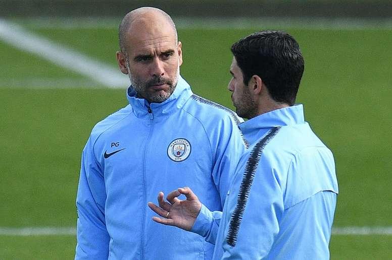 De momento, Pep Guardiola no quiere hacer fichajes. AFP