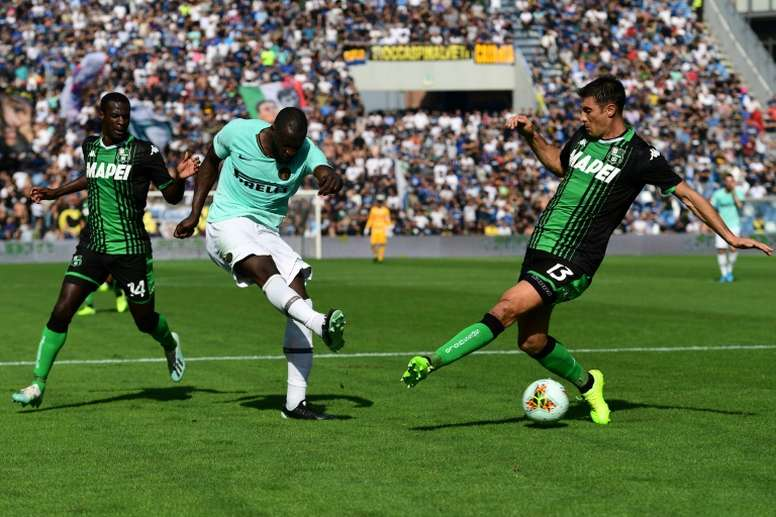 Inter keep pace with Juve, Pioli held on AC Milan debut