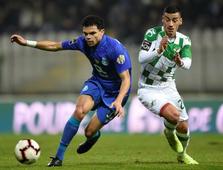Pepe pode jogar na Champions League depois de ter jogado na Liga Europa. AFP