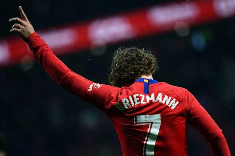 As capas de Barcelona esquecem De Ligt e dão ênfase a Griezmann. AFP