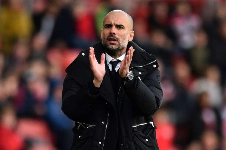 El técnico catalán quiere apuntalar su defensa para la próxima temporada. AFP