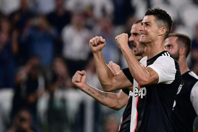 Sarri tiene claro que ha de 'mimar' a Cristiano Ronaldo. AFP/Archivo