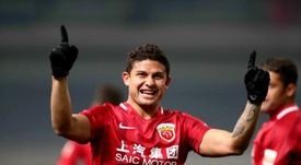 Brazilian Elkeson earns China call-up in landmark move