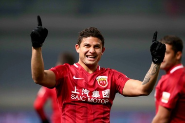 Brazilian Elkeson earns China call-up in landmark move