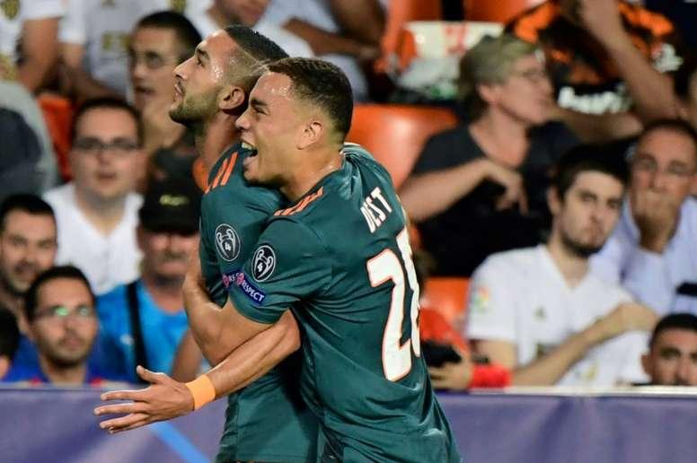Ziyech pide el título para el Ajax y lamenta despedirse fuera del campo. AFP