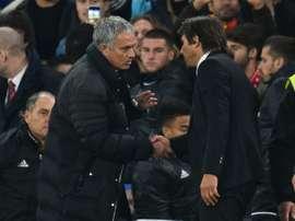 Jose Mourinho e Antonio Conte querem ao mesmo defesa nos seus times. AFP