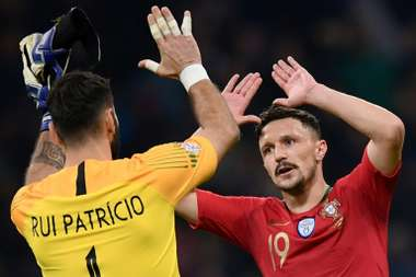 Portugal hold off Italy to reach Nations League semi-finals.