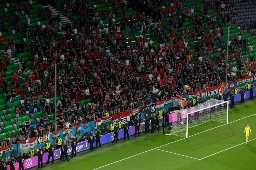 El Gobierno de Hungría tildó de patética la sanción impuesta por la UEFA. AFP