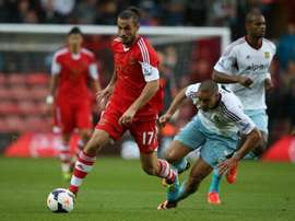 Southamptons Argentinian-born Italian striker Dani Osvaldo (left)dribbles past West Ham Uniteds New Zealand defender Winston Reid during their English Premier League match in Southampton on September 15, 2013