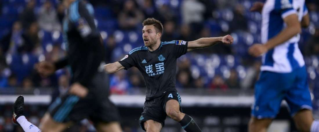 Real Sociedads midfielder Asier Illarramendi (C) reacts as he scores during the Spanish league. AFP